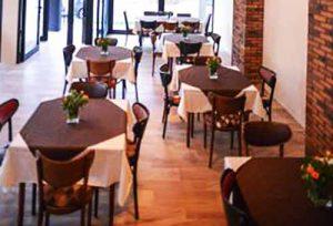 Kasina kod Ajduka - prostor restorana - stolovi